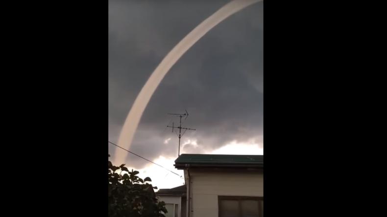 Wolke in Gestalt eines mythologischen Drachens erscheint am japanischen Himmel [VIDEO]