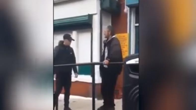 Aus reiner Prahlerei: 16-Jähriger schlägt älteren Mann vor laufender Kamera tot - Mit einem Schlag