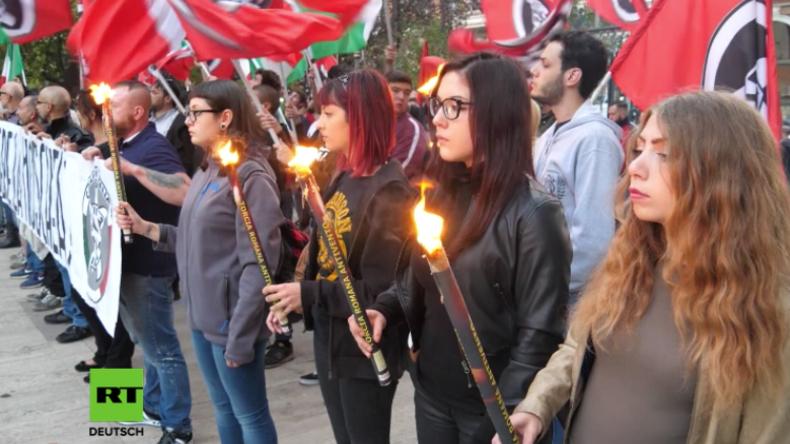 """Italien: Neofaschisten halten Fackelmarsch vor """"nicht autorisierter"""" Moschee ab"""