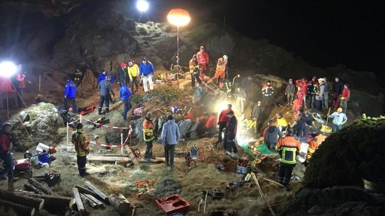 Rettungsaktion in Alpen: 100 Menschen kämpfen 13 Stunden lang um Zweijährige in Felsspalte