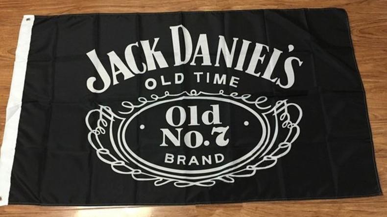"""Sei wachsam, versteckte """"Terroristen"""" überall: Jack Daniel's Logo mit IS-Flagge verwechselt"""