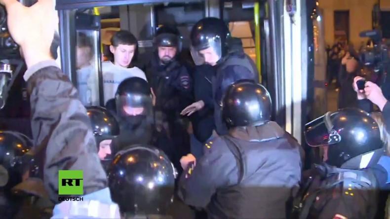 Handgemenge zwischen Nawalny-Anhängern und Polizei in Sankt Petersburg