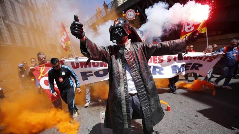 LIVE: Italienische Stahlarbeiter demonstrieren in Genua für Erhalt ihrer Arbeitsplätze