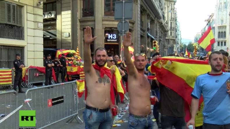 Heil Spanien? Unzählige Nazi-Grüße bei Aufmarsch von Referendumsgegnern in Barcelona