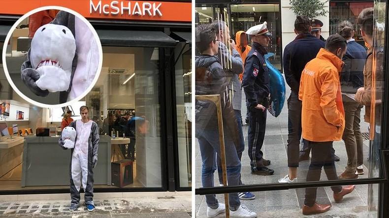 Burkaverbot in Österreich: Mann im Hai-Kostüm angezeigt