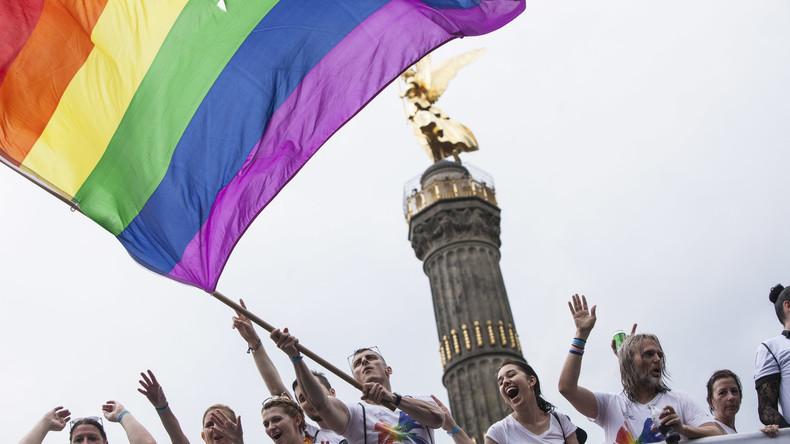 Erste Adoption durch gleichgeschlechtliches Paar in Deutschland