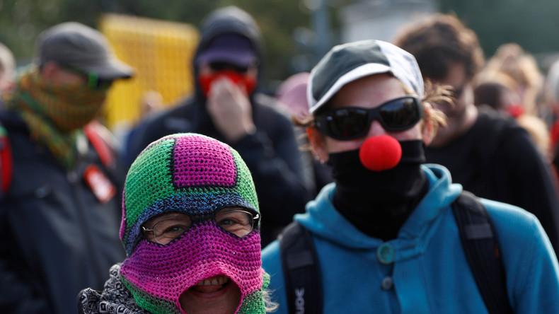 Der Burka-Irrsinn in Österreich: Geldstrafen für Radfahrer, Maskottchen und Clowns? [Video]