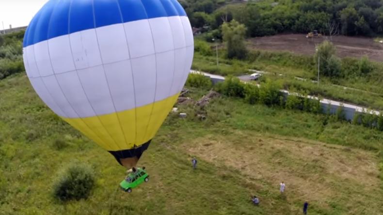 Was Russen nicht alles können: PKW als Korb-Ersatz am Heißluftballon