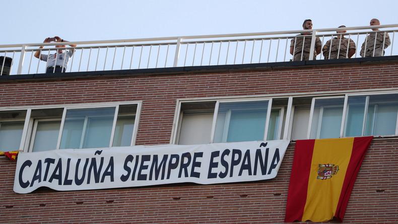 Live: Gegner der katalonischen Unabhängigkeit demonstrieren in Barcelona