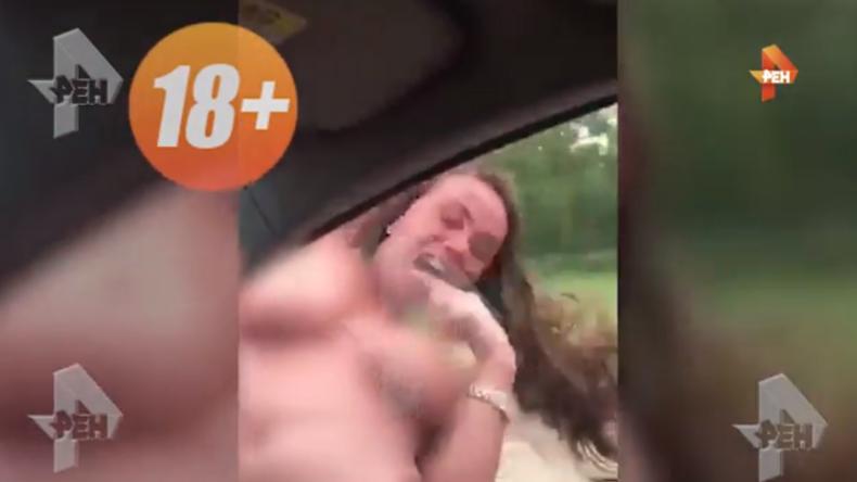 Russin hängt sich halbnackt aus fahrendem Auto und bezahlt mit ihrem Leben