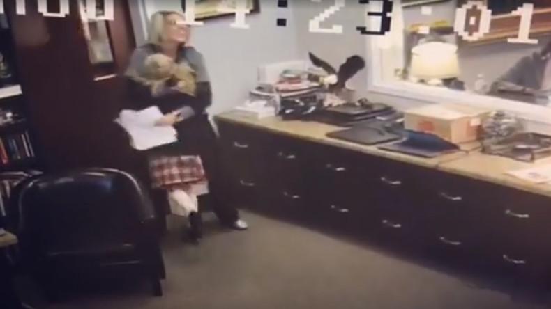 Rührende Szene aus US-Kinderheim: Mädchen freut sich über Adoption [VIDEO]