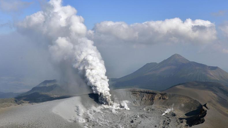 Spektakulärer Vulkanausbruch in Japan von Drohne gefilmt [VIDEO]