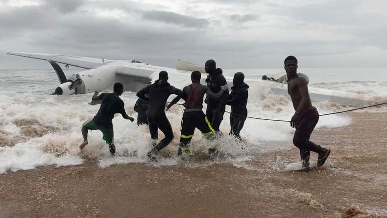 Mindestens vier Menschen sterben beim Absturz eines Transportflugzeugs in Côte d'Ivoire