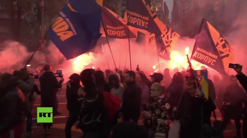 Kiew: Bizarrer Fackelzug ukrainischer Nationalisten zum 75. Jahrestag der UPA
