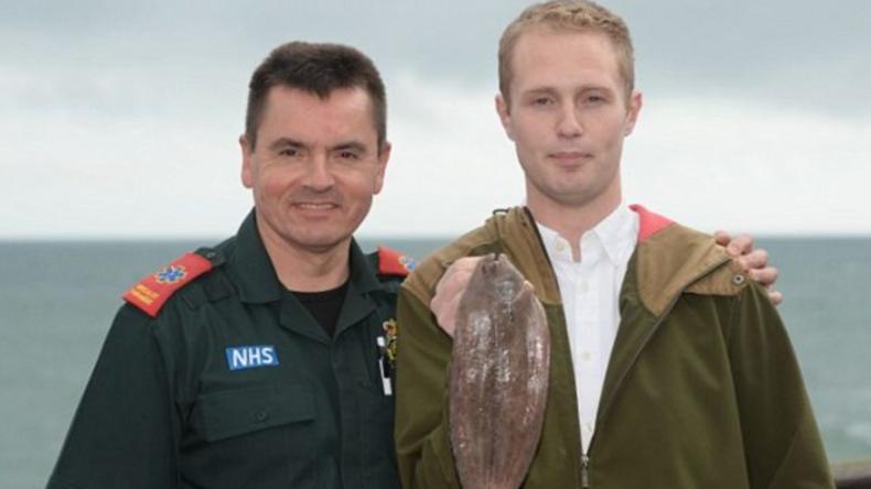 Tierische Notwehr: Gefangener Fisch springt Fischer in den Mund, verursacht Atem- und Herzstillstand