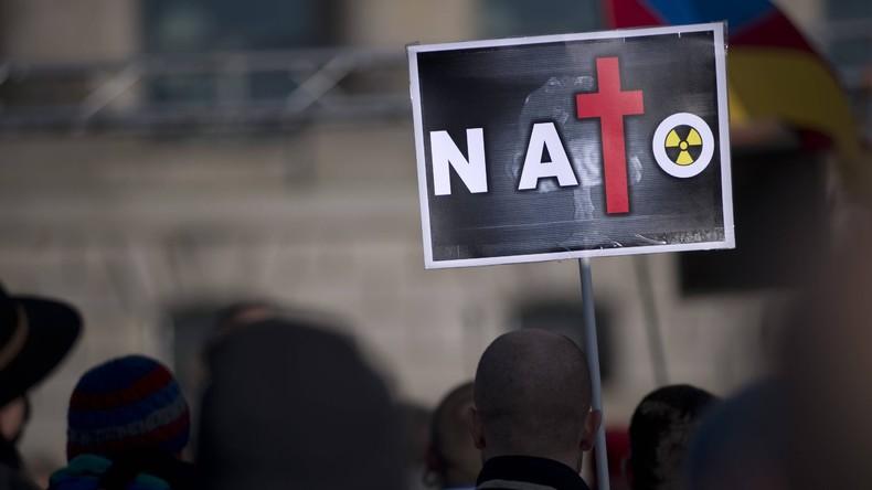 Großbritannien: Labour-Jugend sorgt mit Beschluss zum NATO-Austritt für Furore