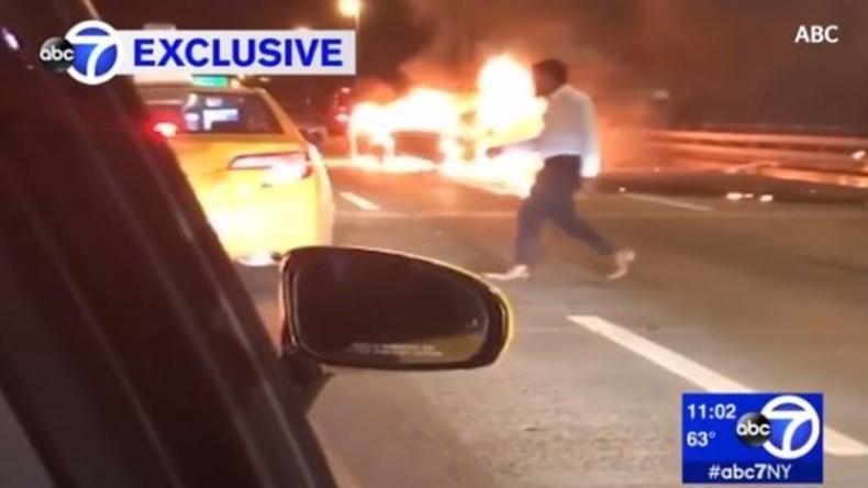 Unfallfahrer lässt Passagierin allein verbrennen und fährt mit Taxi vom Unglücksort weg [VIDEO]