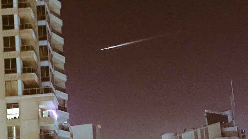 Meteorit oder UFO? Russische Trägerrakete beunruhigt Internetnutzer in Dubai [VIDEO]