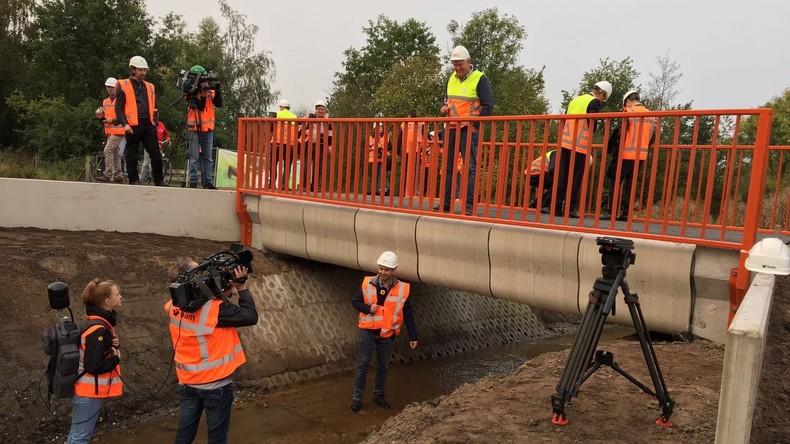 Niederländische Stadt eröffnet weltweit erste 3D-gedruckte Brücke