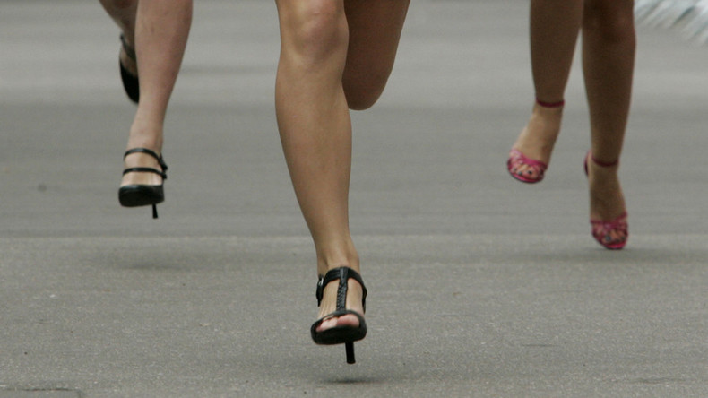 US-Tänzerin bricht Weltrekord in Stöckelschuhlauf: 42 Kilometer in 7,5 Stunden