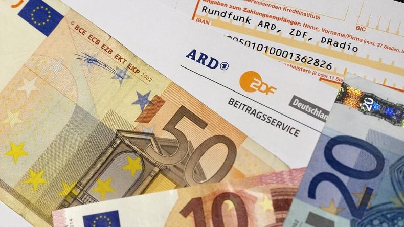 Rundfunkgebühren: Deutsche Politik plant Erhöhung, Schweizer Bürger entscheiden über Abschaffung