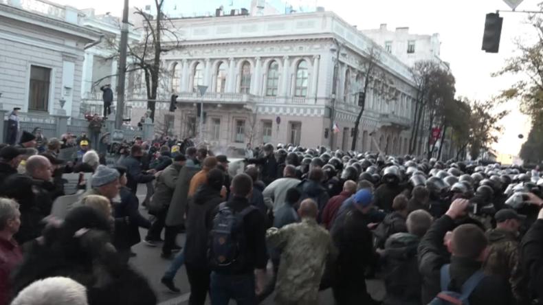 Kiew: Tränengas und Schlagstöcke - Poroschenko beendet Saakaschwilis Traum von einem neuen Maidan