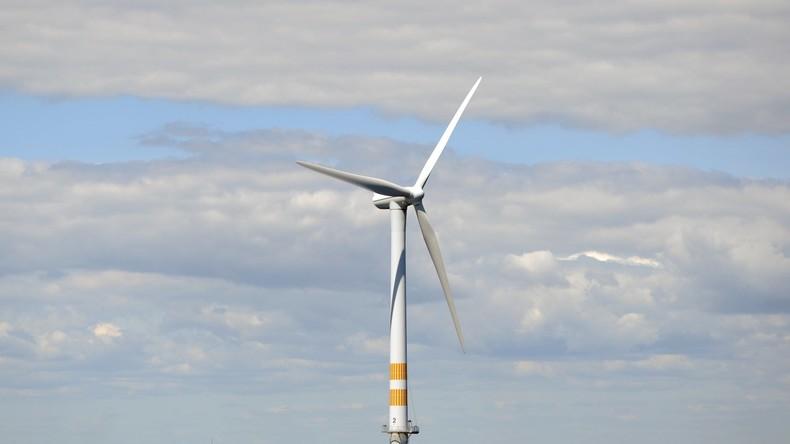 Schottland nimmt weltweit erste schwimme Windkraftanlage in Betrieb