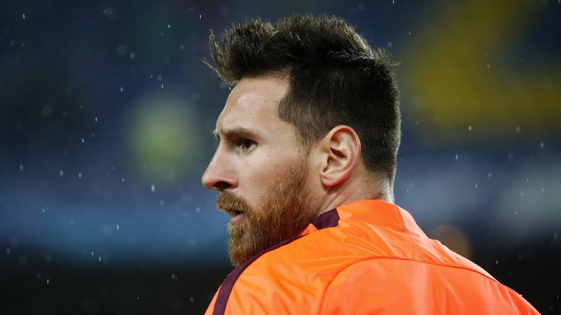 """Was schluckt da Lionel Messi? Fußballstar nimmt Arznei im Spiel gegen """"Olympiakos"""" ein [VIDEO]"""