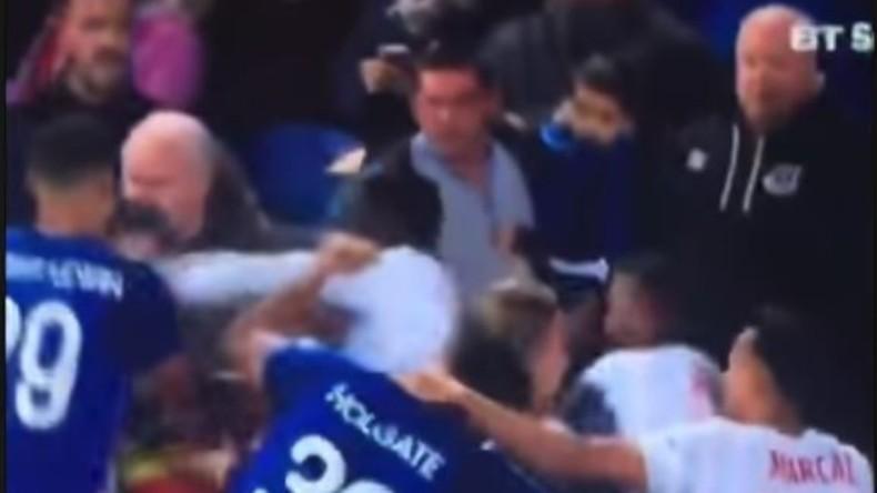 Fußballfan mit Kind auf dem Arm mischt sich in Schlägerei ein [VIDEO]