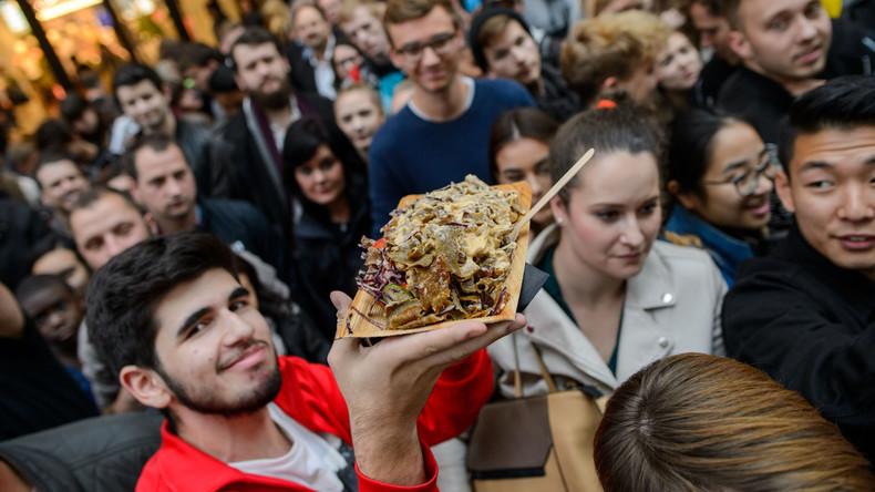 Berliner servieren 423 Kilo schweren Döner und knacken Weltrekord [FOTOS]