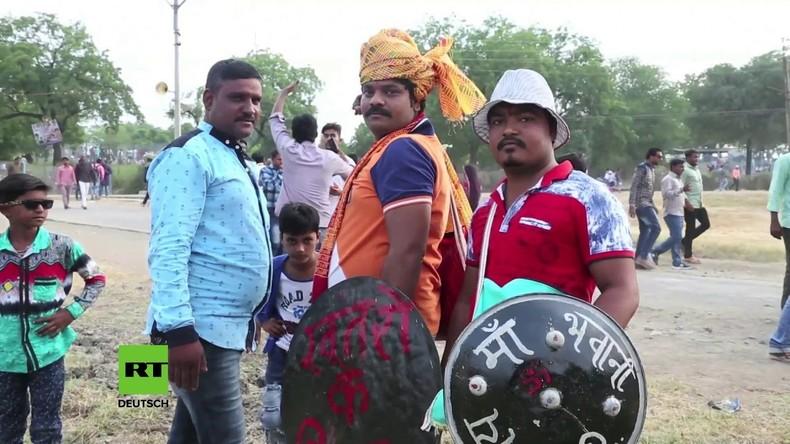 Indien: Mindestens 36 Verletzte bei den traditionellen 'Hingot Yuddha' Kriegsspielen