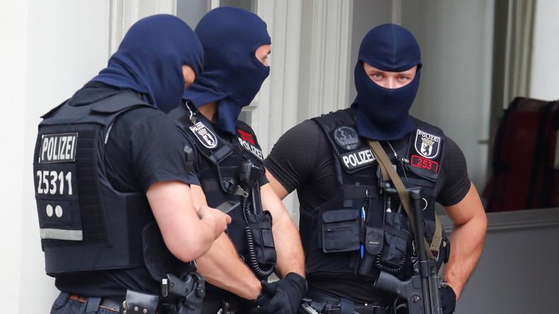 Razzia in Islamistenszene Berlin: Waffen und große Mengen Munition beschlagnahmt