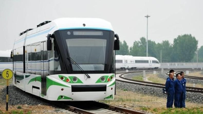 Erste Straßenbahn mit Wasserstoff-Antrieb fährt in China