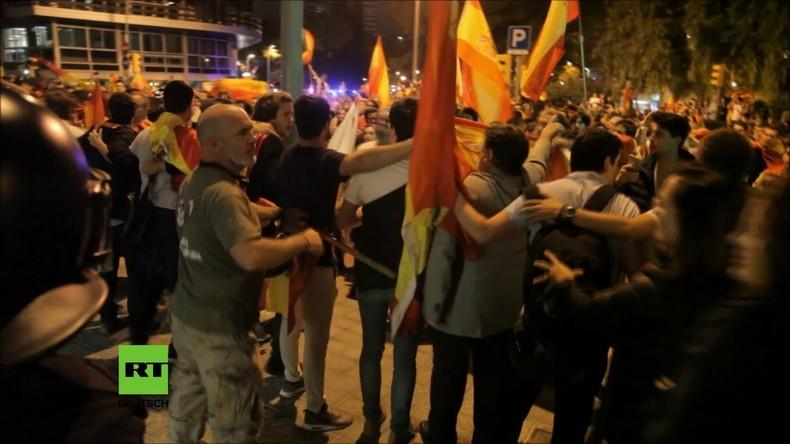 Spanien: Pro-spanische Einheitsdemonstranten zerschlagen Türen des katalanischen Radiosenders