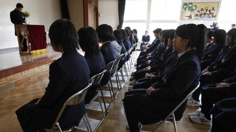 Nicht Schwarz genug: Japanerin klagt Schule wegen regelmäßiger Nötigung zur Haarfärbung an