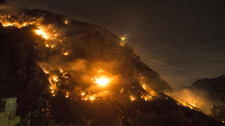 Rund 1.000 Menschen von Waldbränden in Italien betroffen