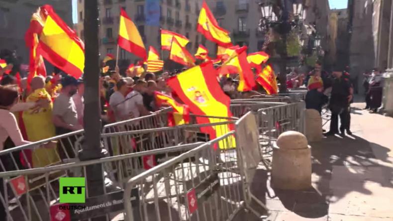 Befürworter spanischer Einheit umzingeln katalanisches Parlament