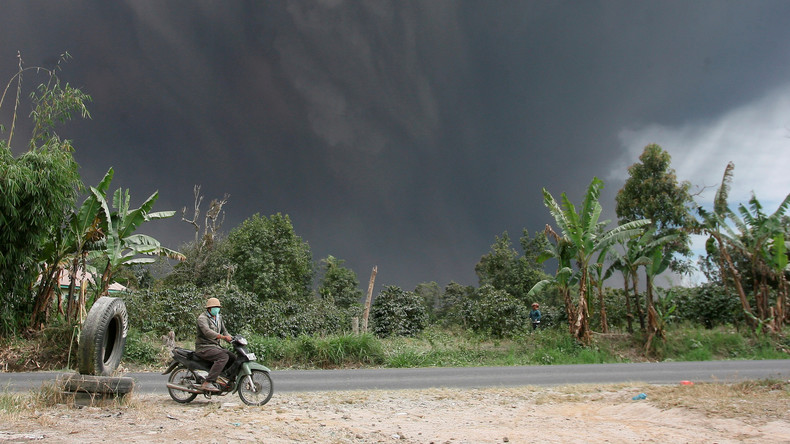 Vulkan Sinabung in Indonesien spuckt erneut Asche