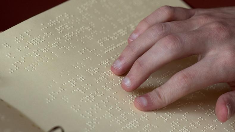 Engagierter Pädagoge: Professor lernt Brailleschrift, um seiner Studentin zu helfen