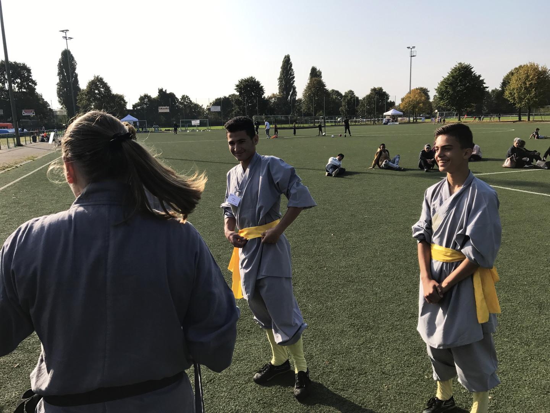 Berlin: Geflüchtete Kinder aus Syrien und dem Irak finden Halt & Gemeinschaft im Kung Fu