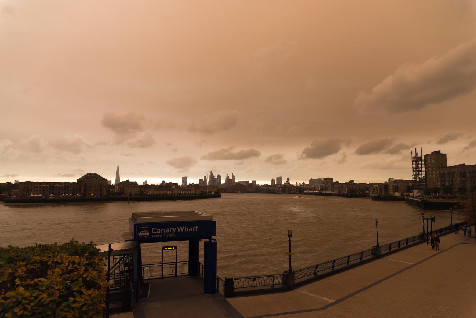 Marslandschaft in Albion: Rote Sonne über Großbritannien nach Hurrikan Ophelia [Fotos und Video]