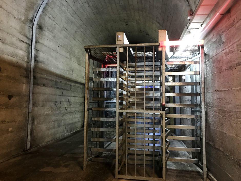 Vom Generalstabs-Befehlsstand zur Bitcoin-Schmiede: Video aus einem Schweizer Bunker [FOTOS, VIDEO]