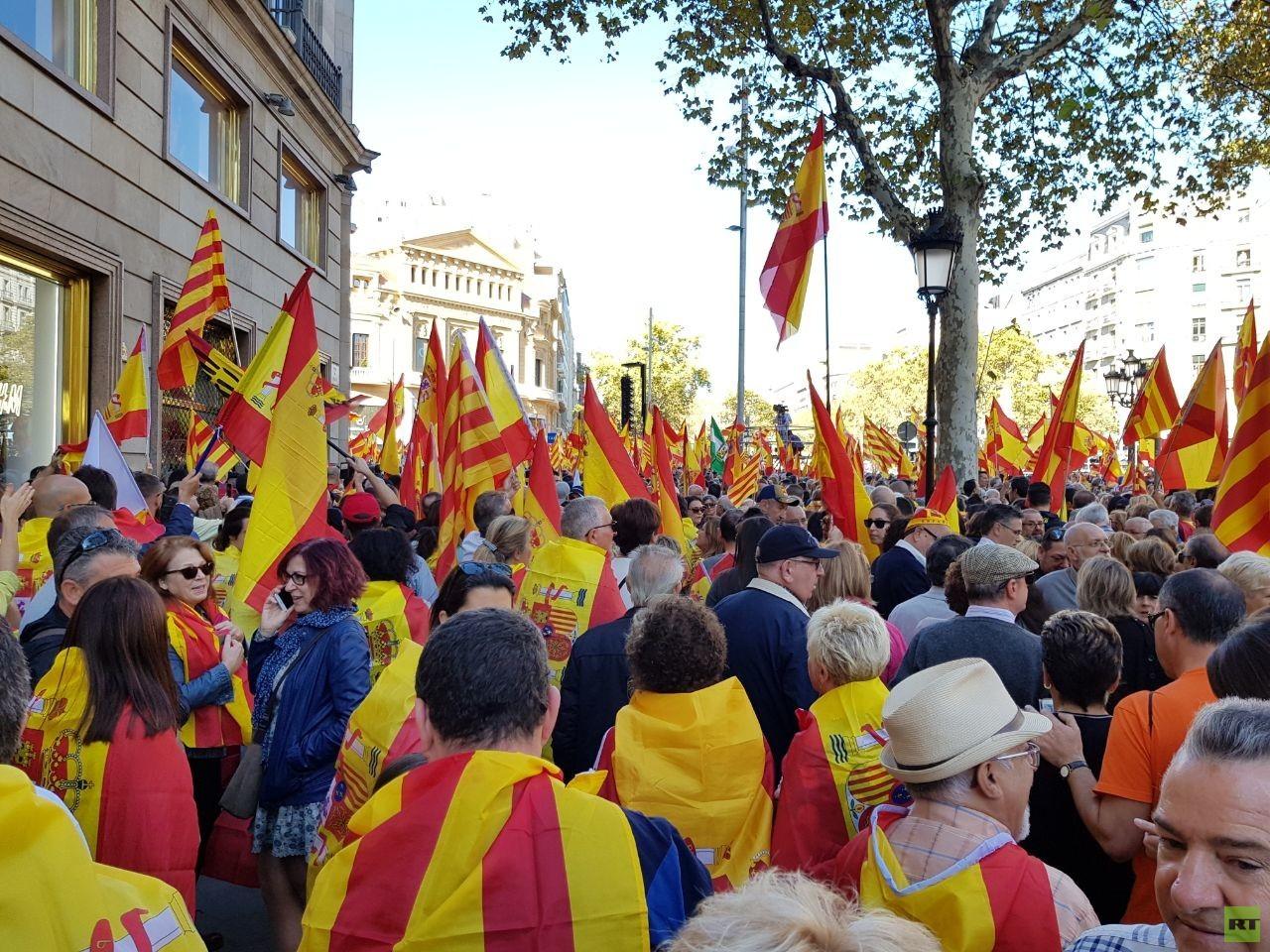 """""""Puigdemont, fahr zur Hölle"""": Tausende protestieren in Barcelona gegen Unabhängigkeit"""