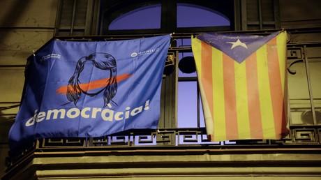Demokratie und Kataloniens Unabhängigkeit von Spanien-europäische Verfechter der Demokratie stehen unterschiedlich zu dem Referendum.