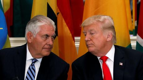 US-Außenminister Rex Tillerson (links) dementiert Rücktrittsgerüchte. Er sicherte US-Präsident Donald Trump seine Loyalität zu.