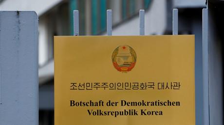 Schild der nordkoreanischen Botschaft, Berlin, 9. Mai 2017.