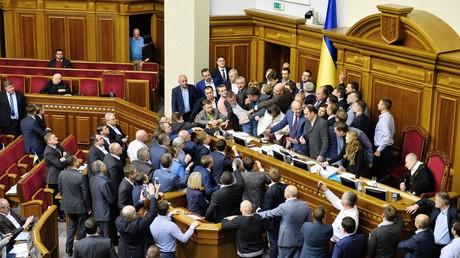 Handgreiflichkeiten bei der Abstimmung zu Donbass-Gesetzen im ukrainischen Parlament am 5. Oktober 2017.