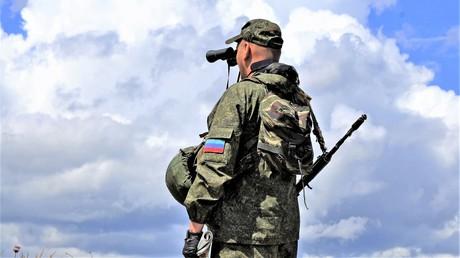 Ein Angehöriger der Lugansker Volksmiliz an der Kontaktlinie am 15. September 2017.
