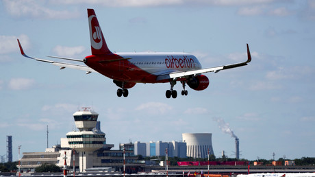 Fliegt bald unter einem anderen Firmenlogo: Große Teile der insolventen Fluggesellschaft Air Berlin werden von der Lufthansa übernommen.