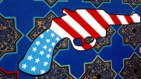 Laut diesem Graffiti an einer Häuserwand in Teheran lässt sich die US-Politik am besten in Form einer Pistole symbolisieren.